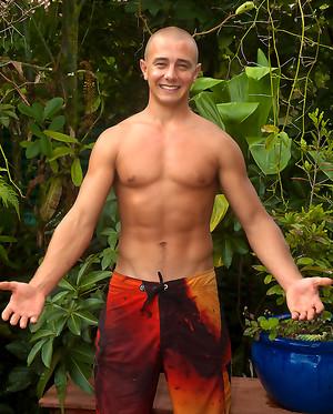 Brett - Hung Hungarian Hawaiian Surfer Pumps Up Outdoors!