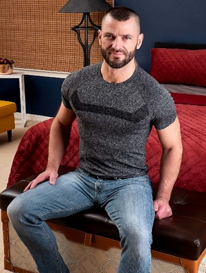 Muscled hairy hunk Jake Morgan