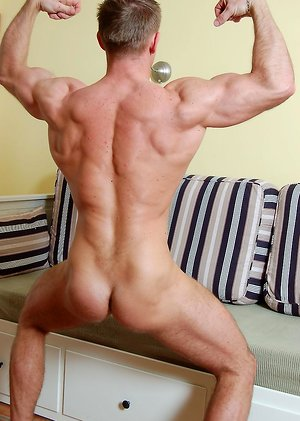 Muscle men Steve Paradi jacking off his schlong